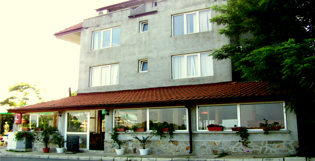 "Къща за гости и бистро ""Бриз"" - град Царево"